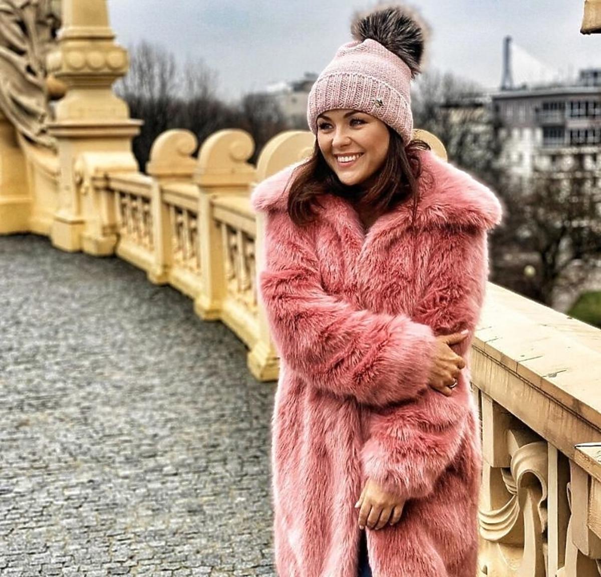 Katarzyna Cichopek w kolorowym futrze