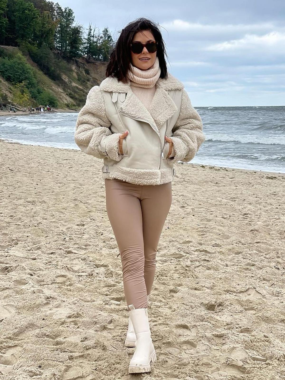 Katarzyna Cichopek w modnej ramonesce i butach na jesień