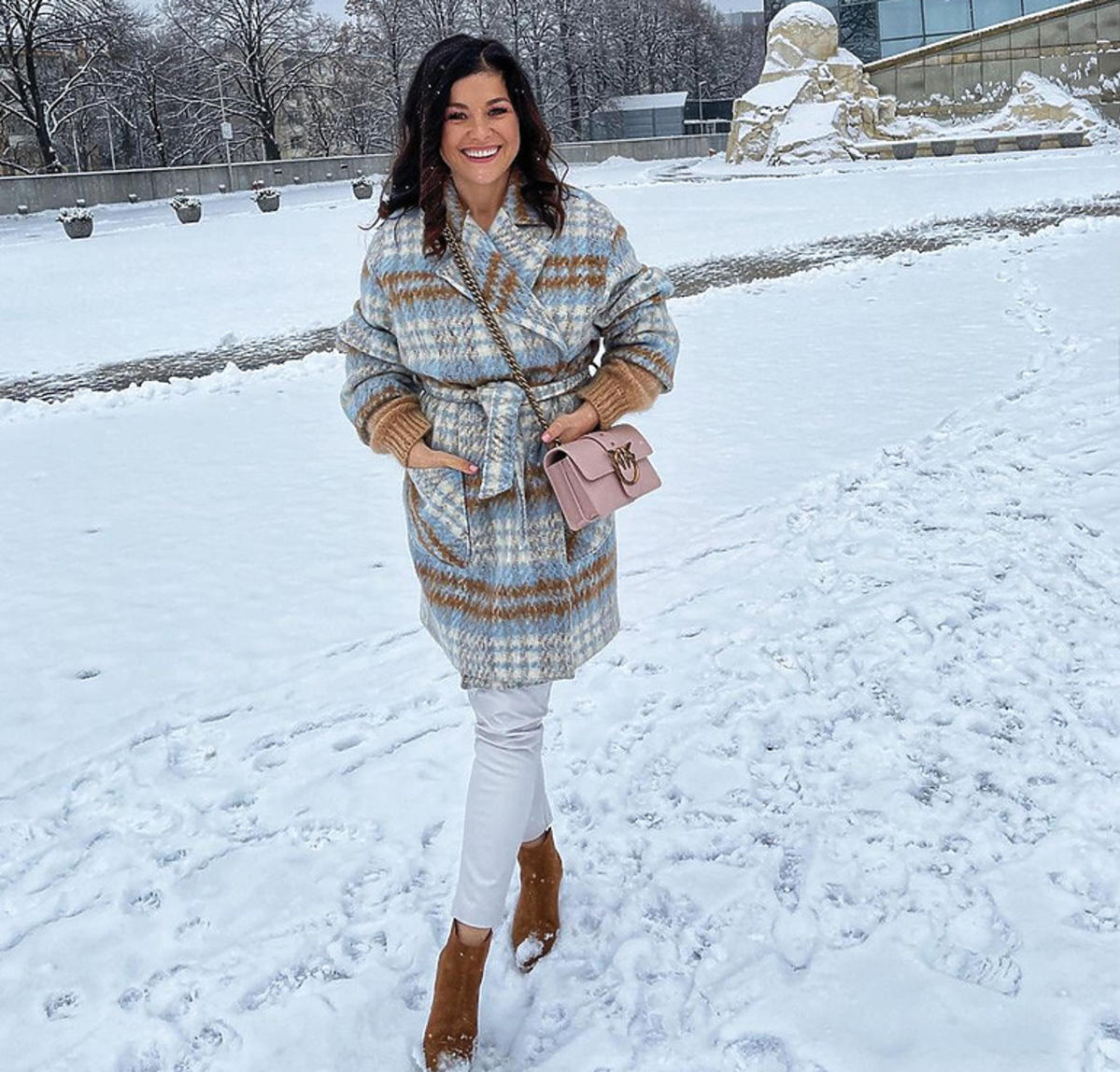 Katarzyna Cichopek w płaszczu
