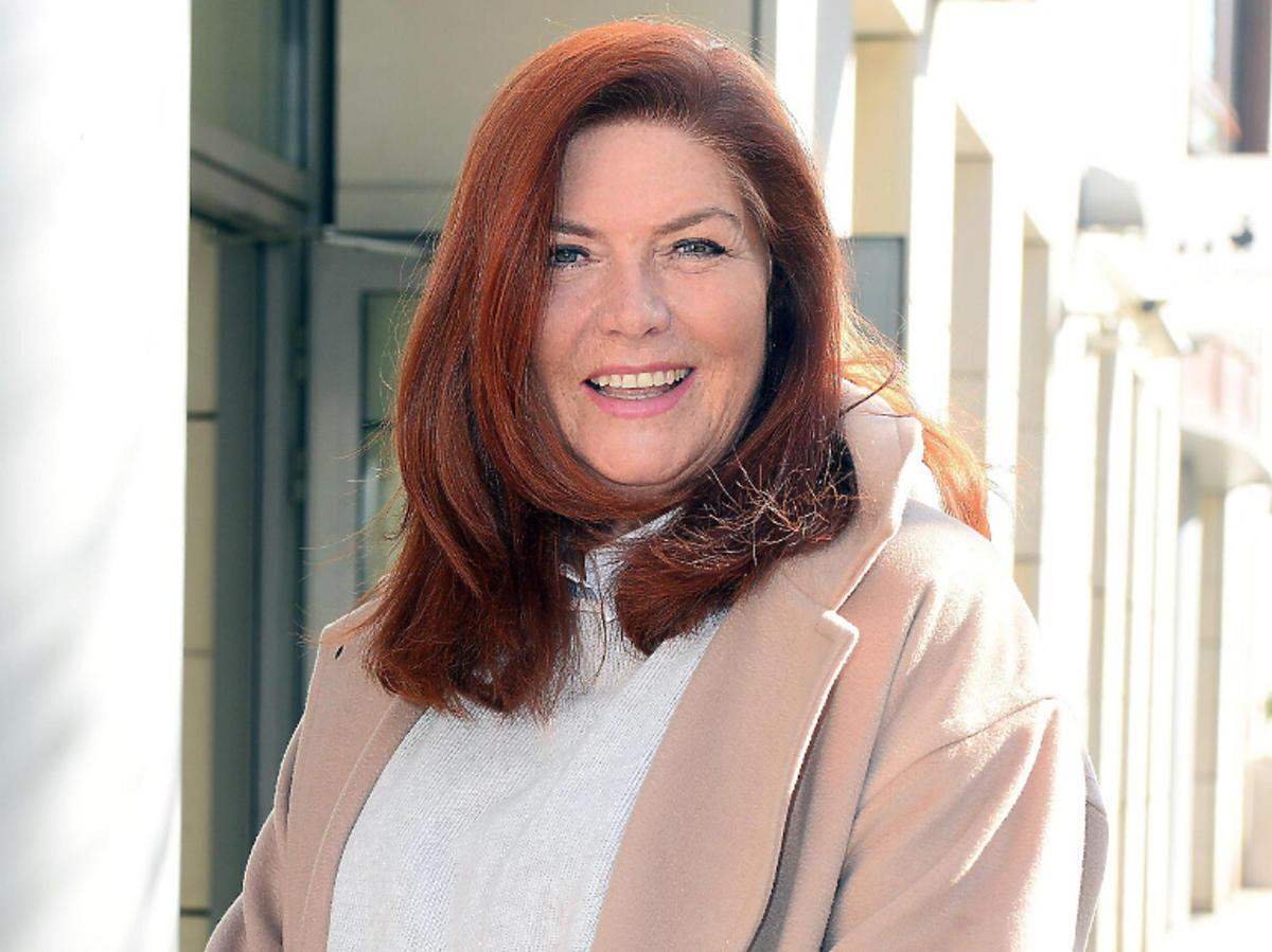 Katarzyna Dowbor w beżowym płaszczu