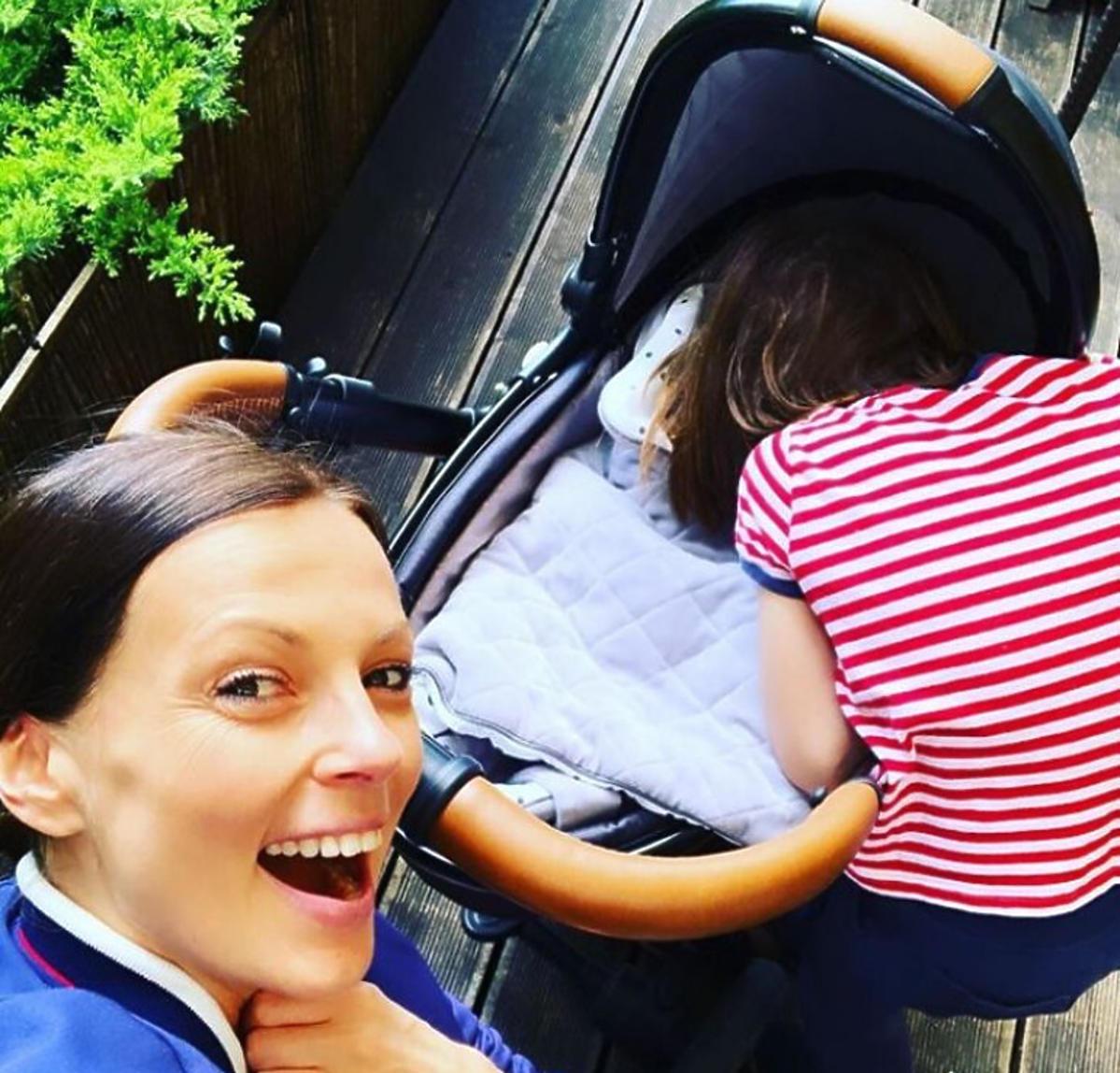 Katarzyna Glinka z wózkiem i synem