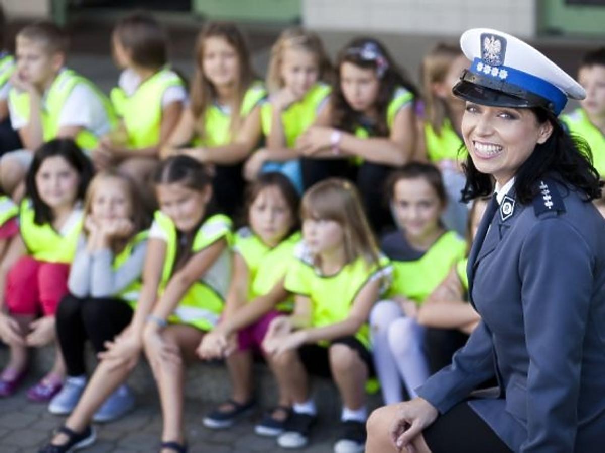 Katarzyna Pakosińska jako policjantka w charytatywnym kalendarzu Fundacji Pomocy Wdowom i Sierotom