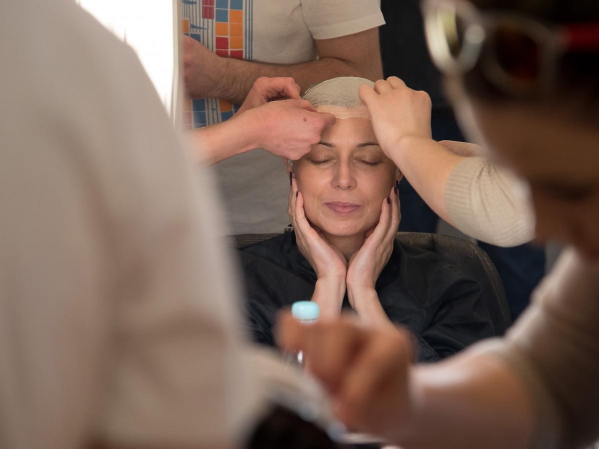 Katarzyna Pakosińska trzyma się za brodę