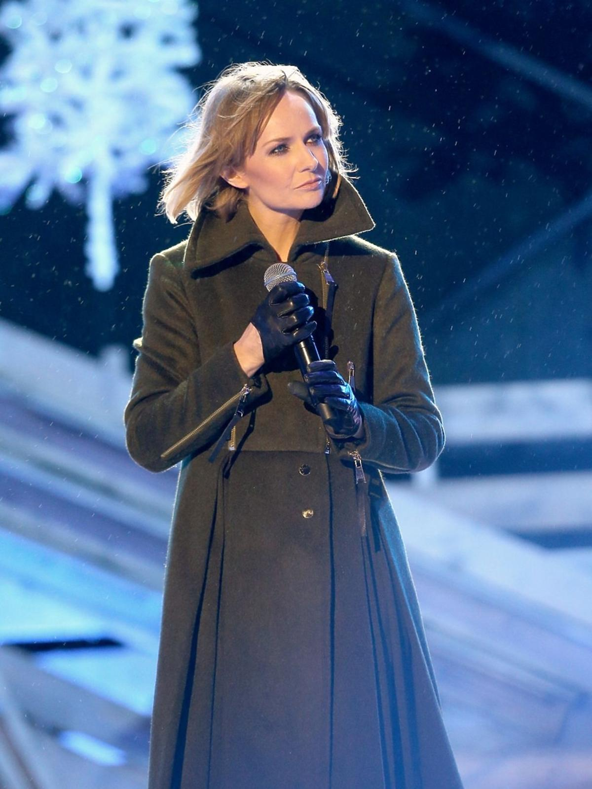 Katarzyna Stankiewicz w długim płaszczu