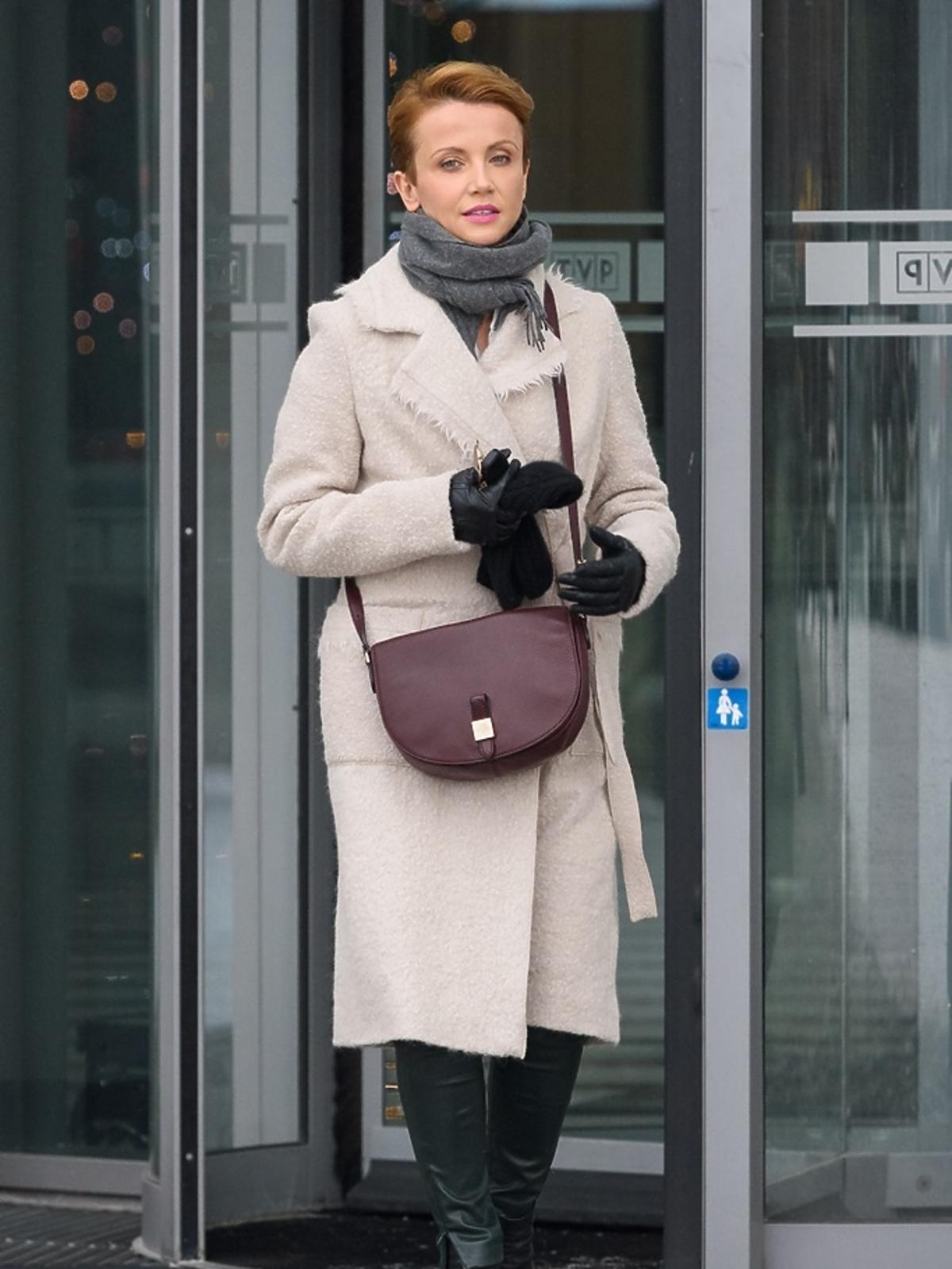 Katarzyna Zielińska w beżowym płaszczu