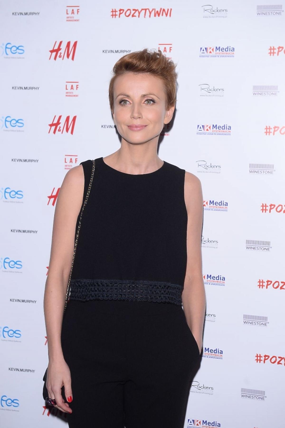 Katarzyna Zielińska w czarnej bluzce i czarnej sukience