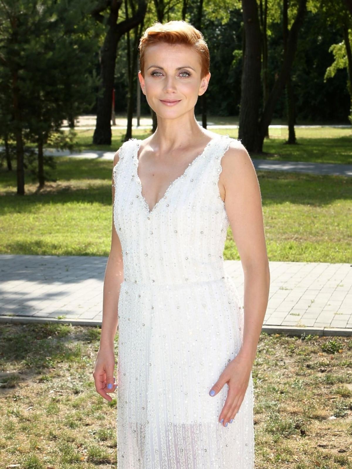 Katarzyna Zielińska wbiałej sukni ślubnej w serialu Barwy Szczęścia