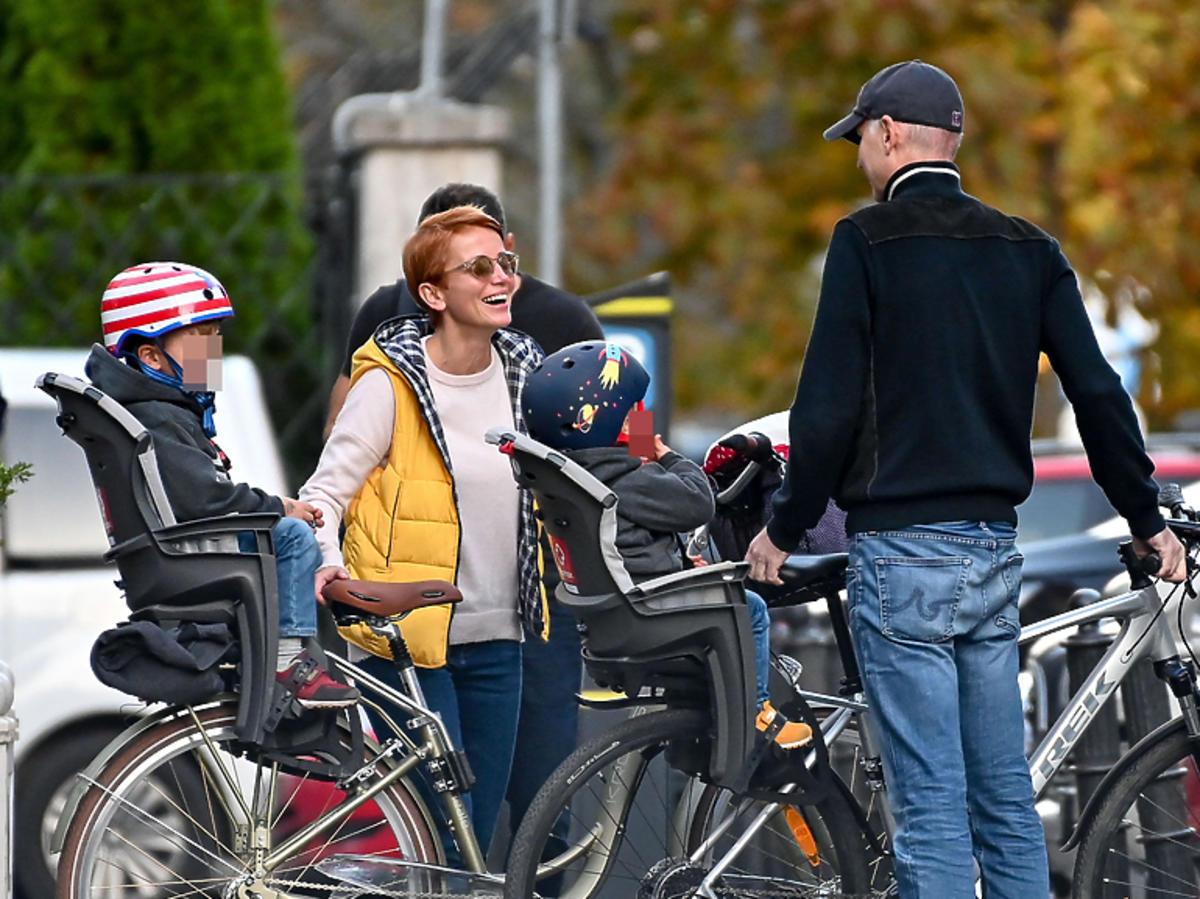 Katarzyna Zielińska z rodziną na wycieczce rowerowej