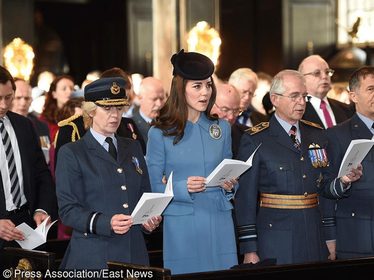 Kate Middleton śpiewa podczas mszy