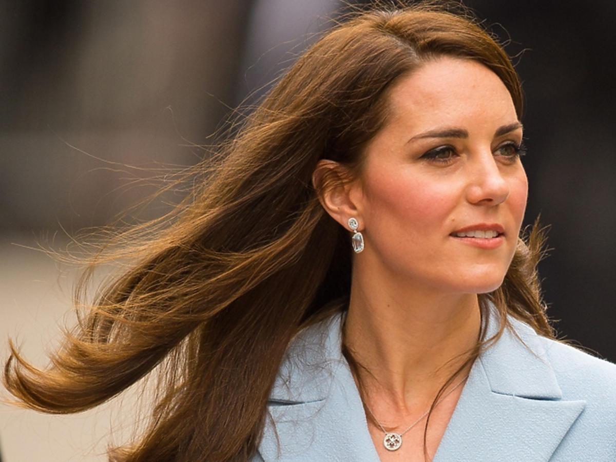 Kate Middleton w błękitnym płaszczu