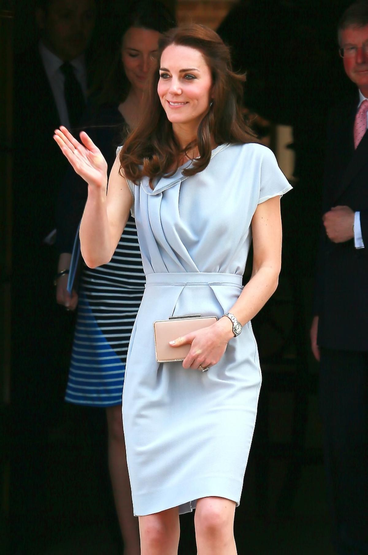 Kate Middleton w eleganckiej szarej sukience