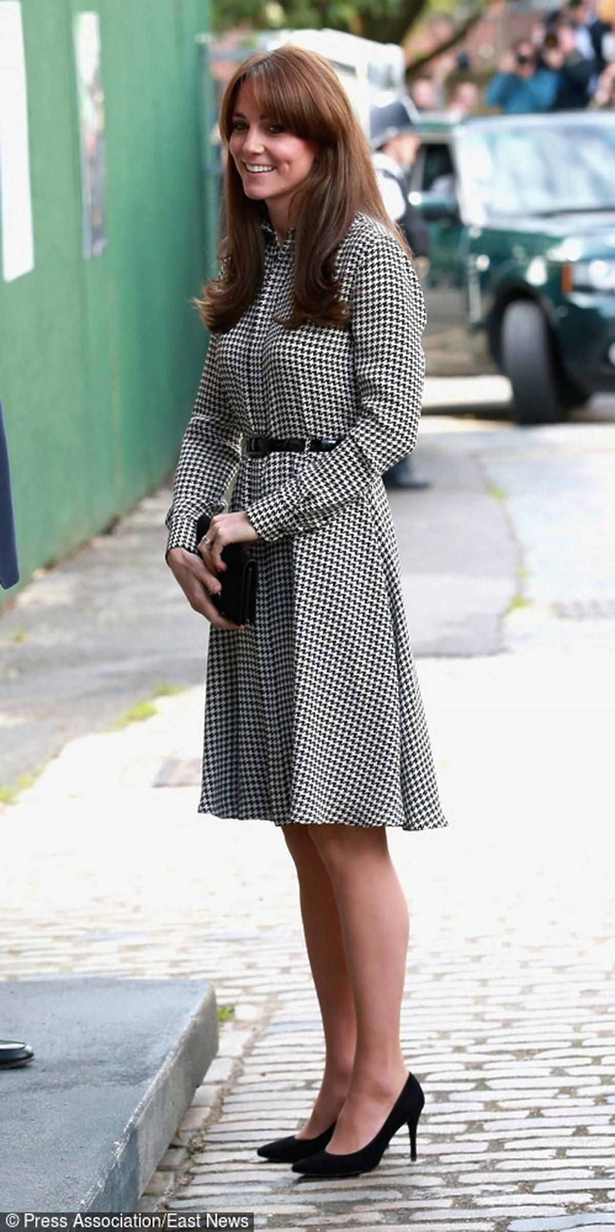 Kate Middleton w sukience w kratkę