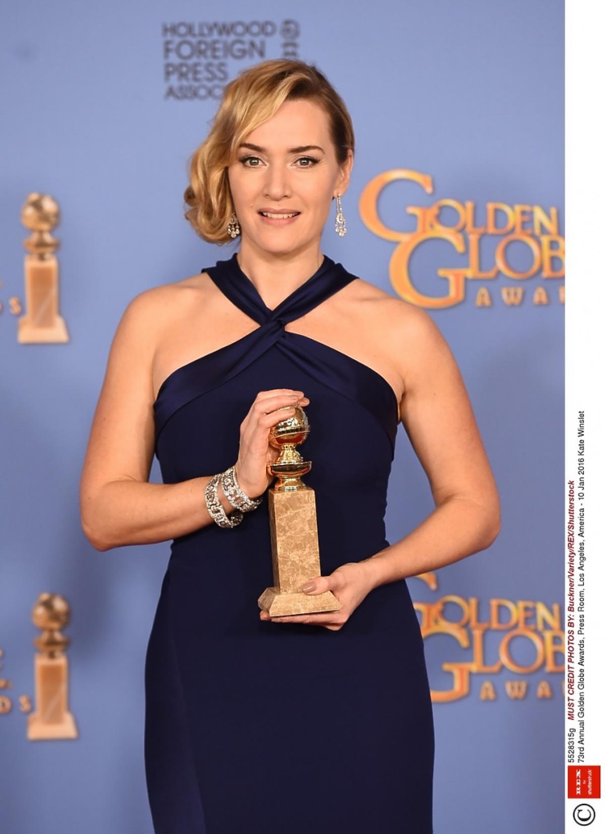 Kate Winslet w granatowej sukni Złote Globy 2016