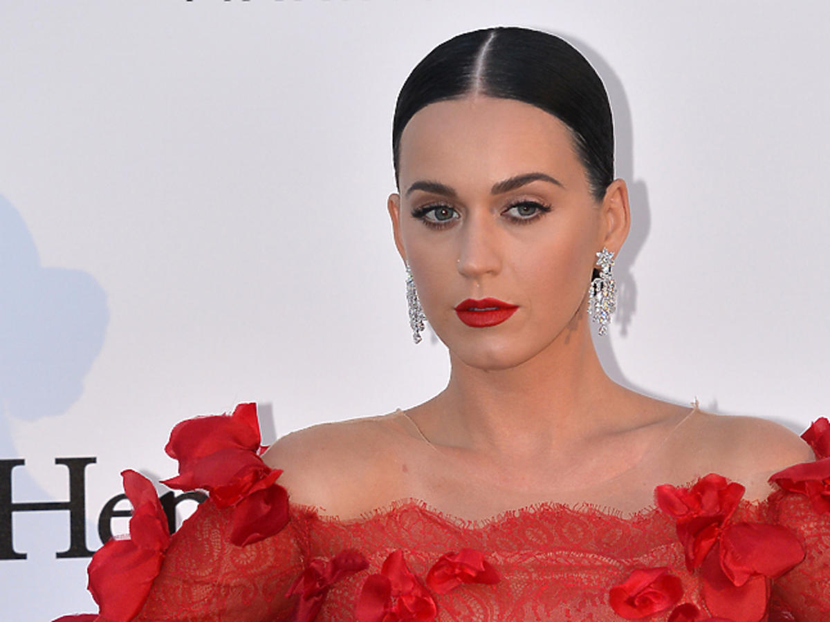 Katy Perry w czerwonej kreacji z dekoltem