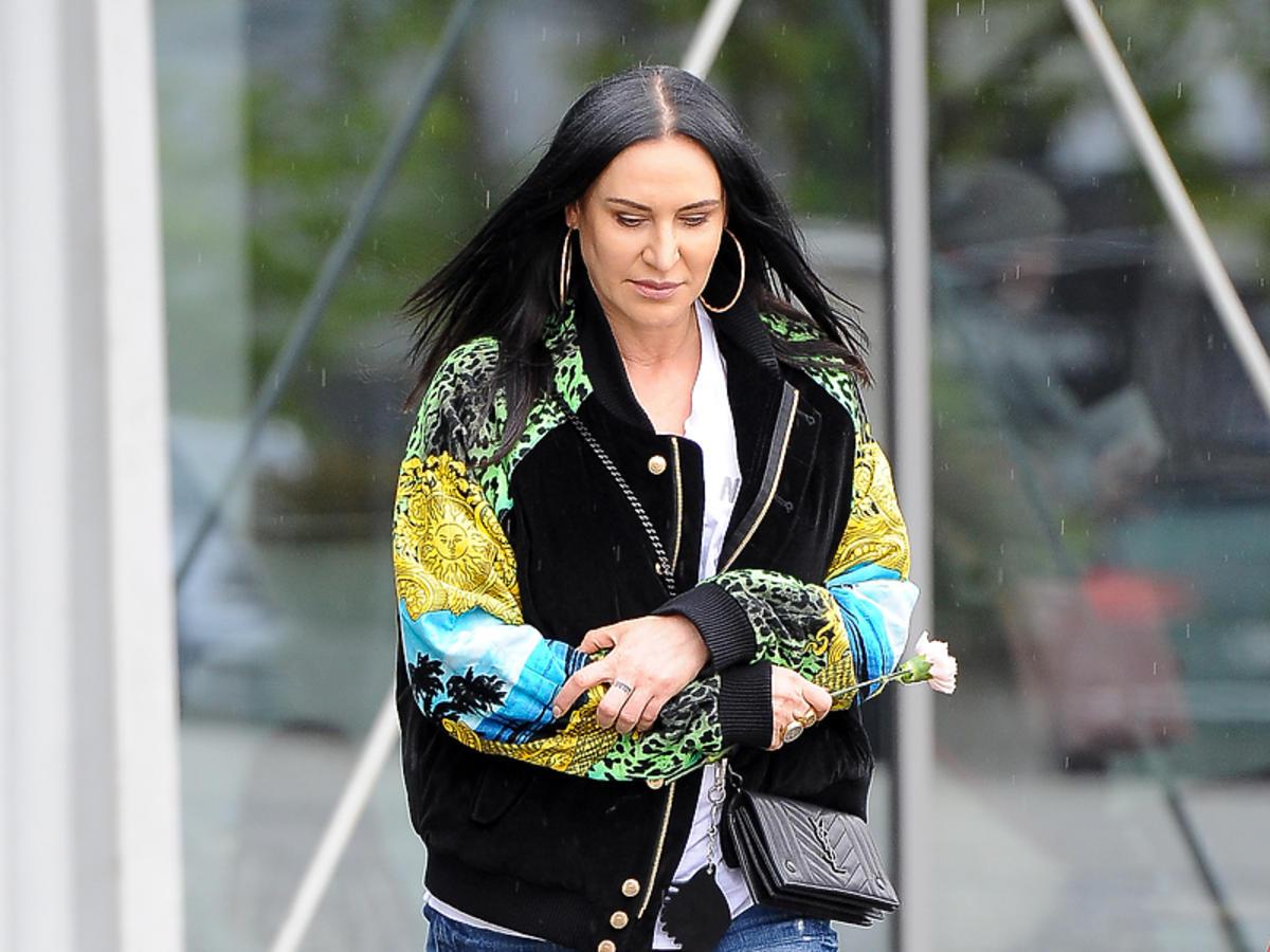 Kayah w kurtce Versace x H&M
