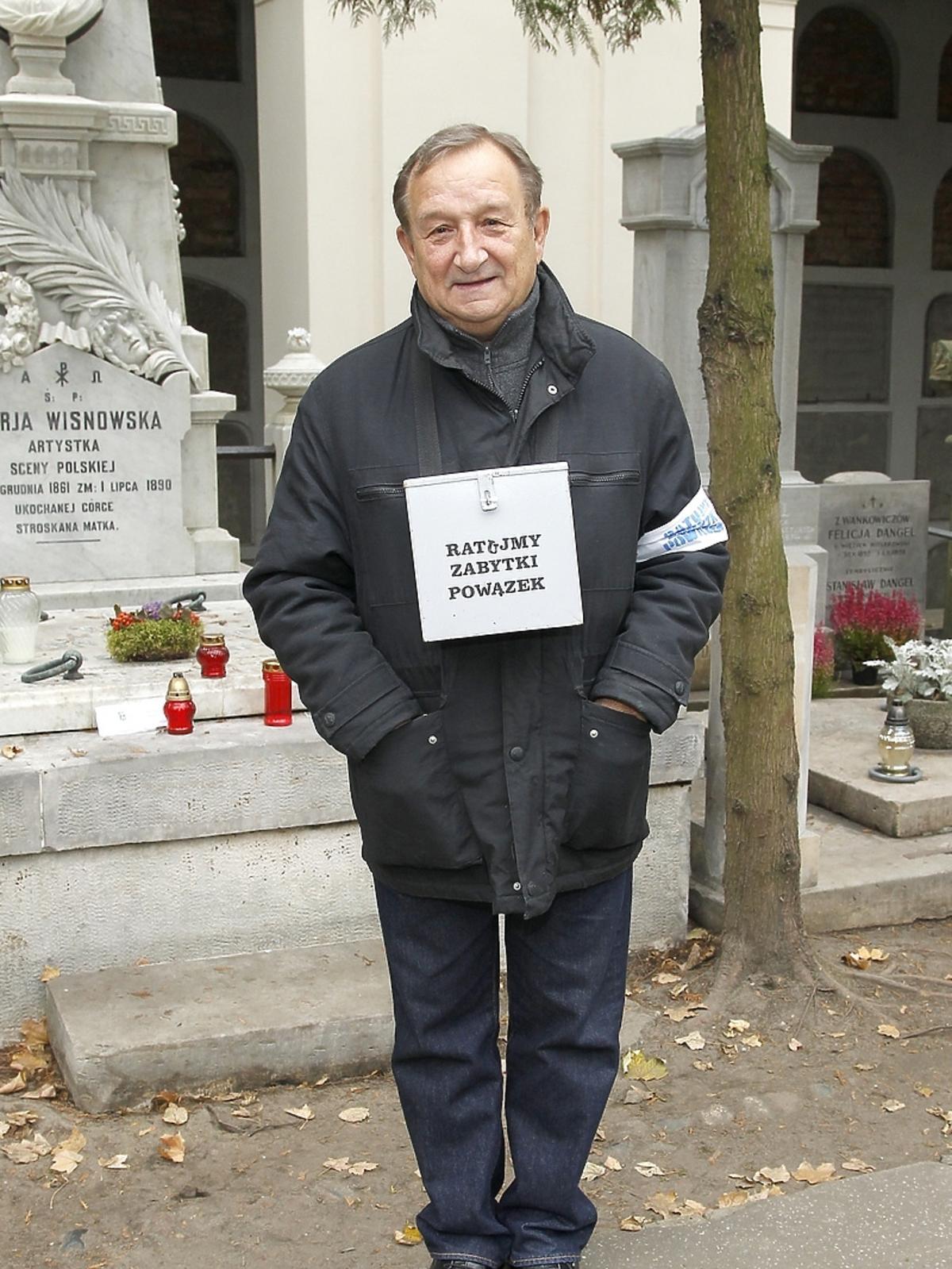 Kazimierz Kaczor podczas kwesty artystów na Powązkach