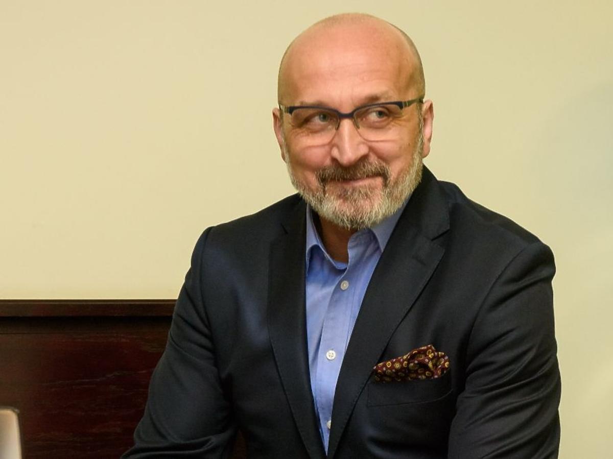 Kazimierz Marcinkiewicz z brodą na rozprawie rozwodowej pod koniec grudnia 2015 roku