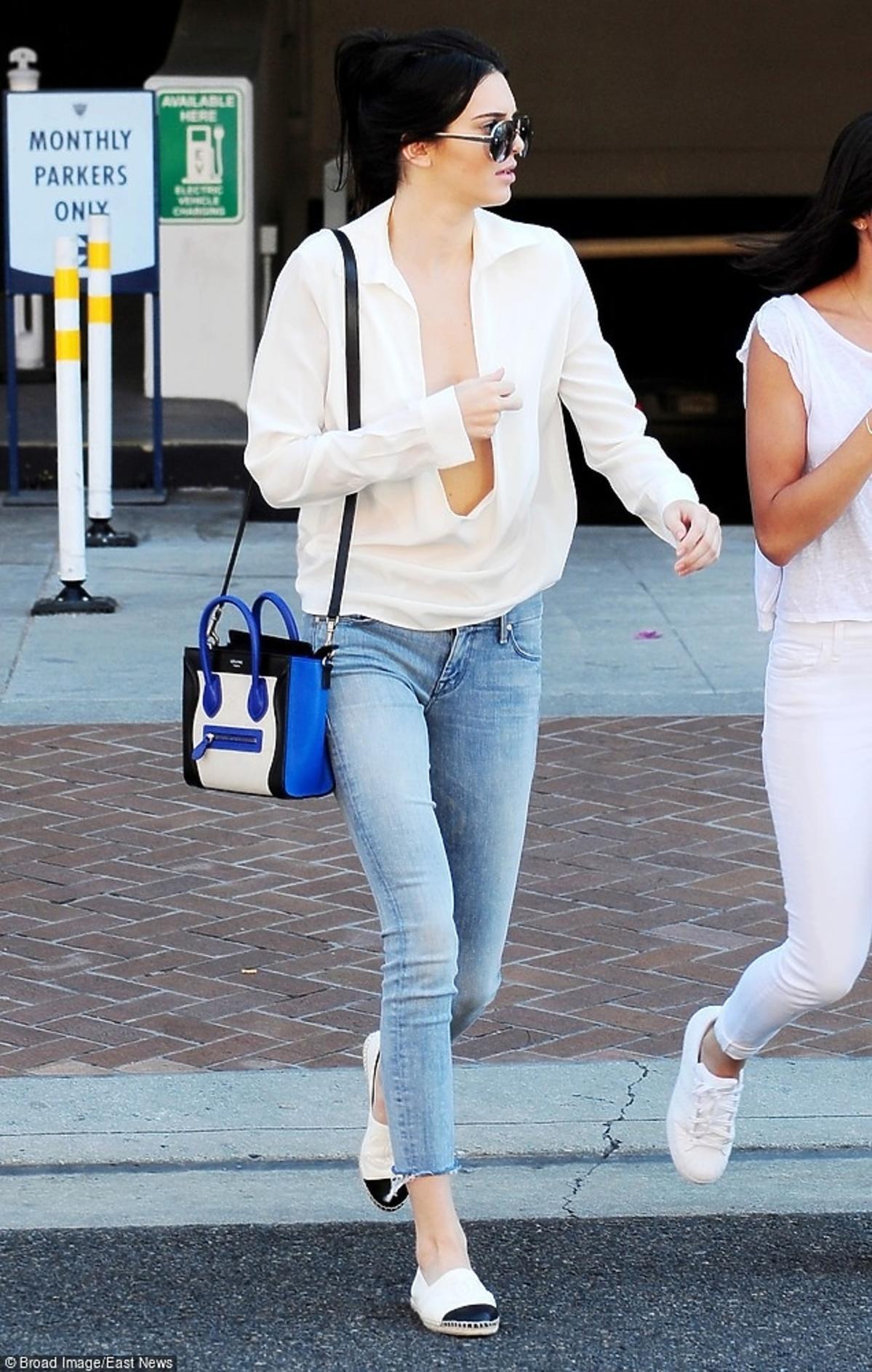 Kendall Jenner bez stanika