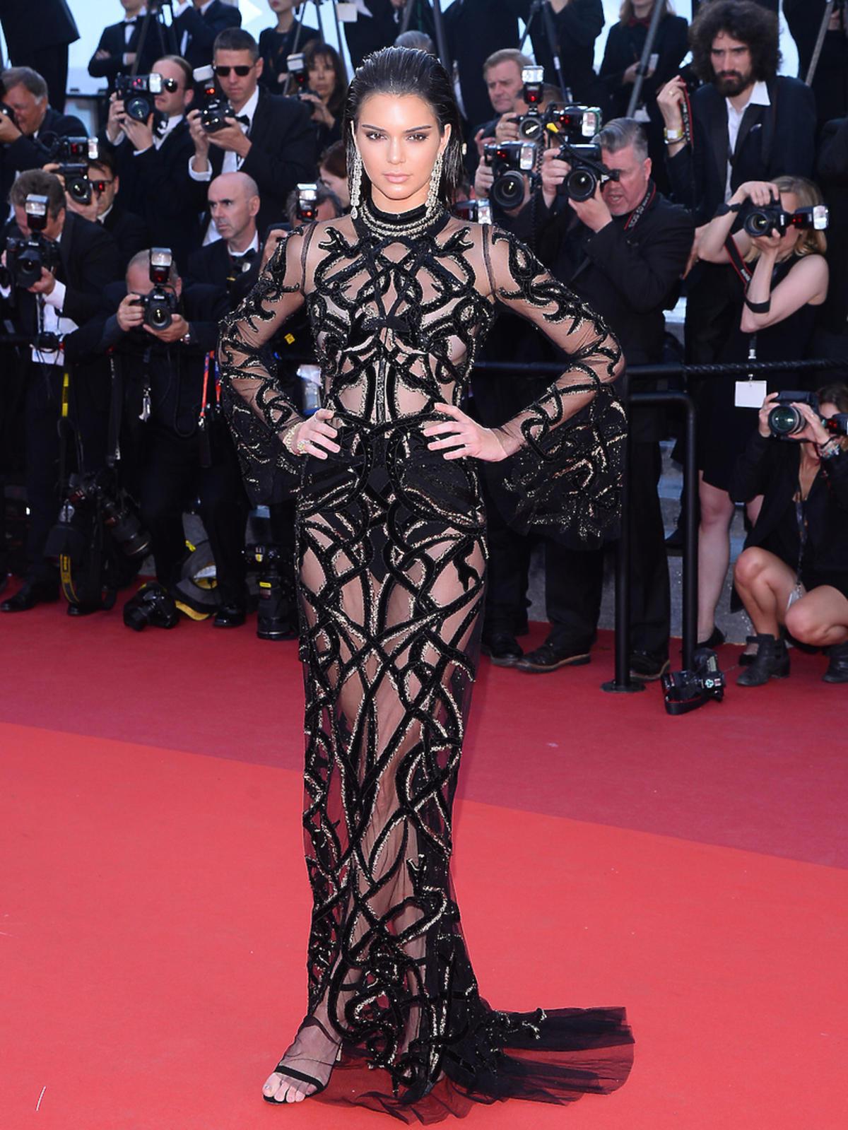 Kendall Jenner w czarnej sukience
