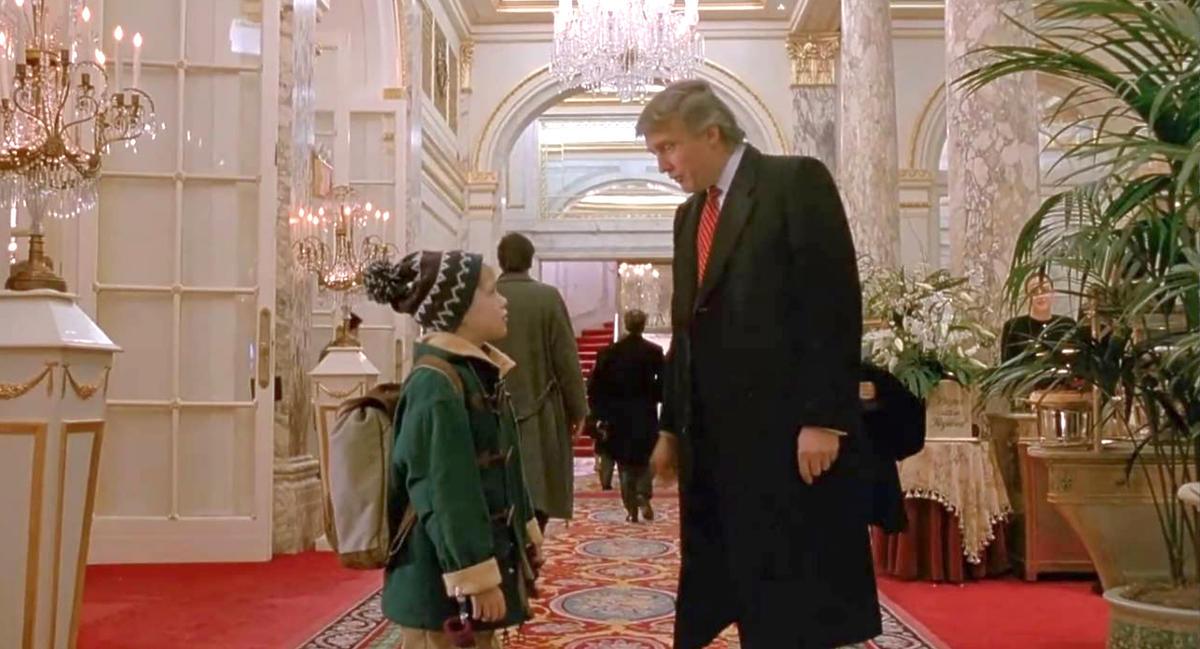 Kevin sam w Nowym Jorku, kadr z filmu z Donaldem Trumpem