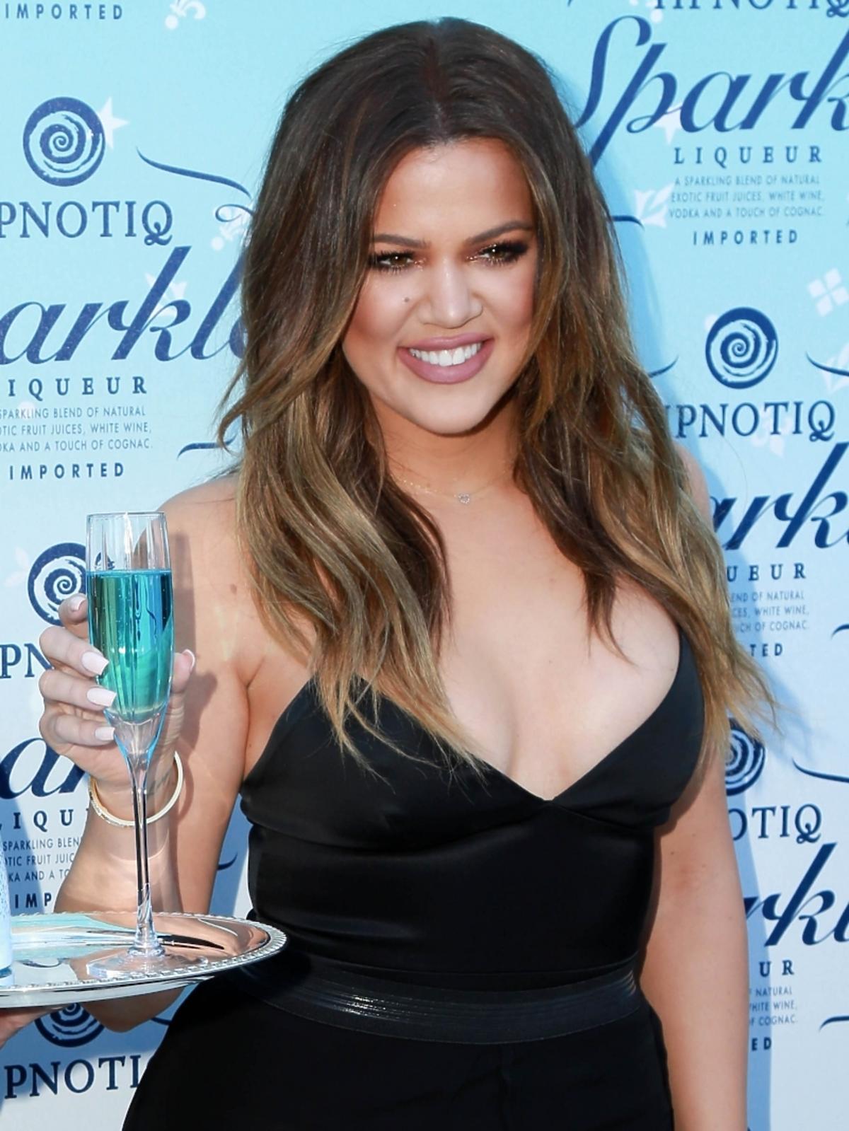 Khloe Kardashian promuje szampana HPNOTIQ Sparkle w Beverly Hills