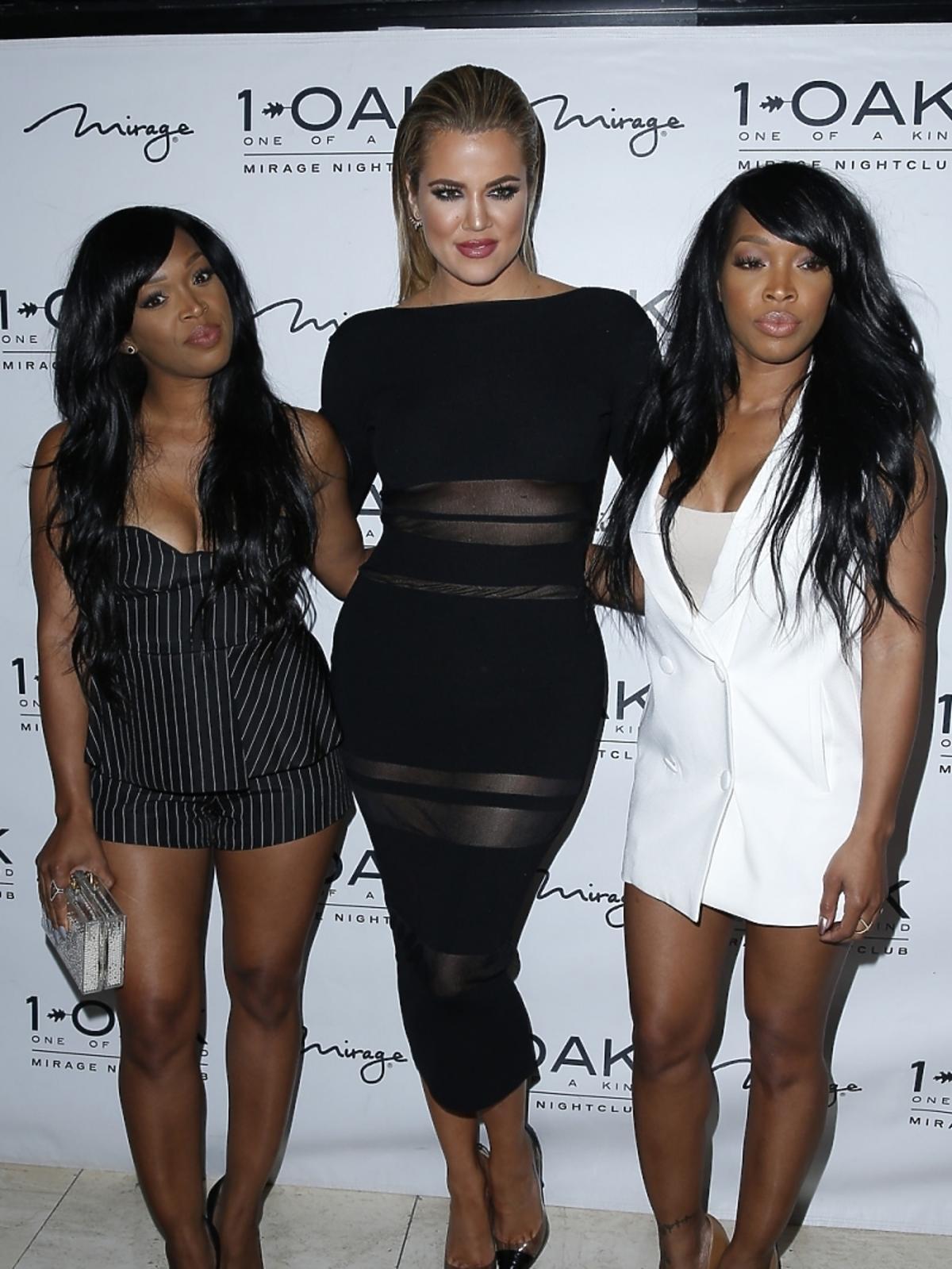 Khloe Kardashian z przyjaciółkami w klubie w Los Angeles
