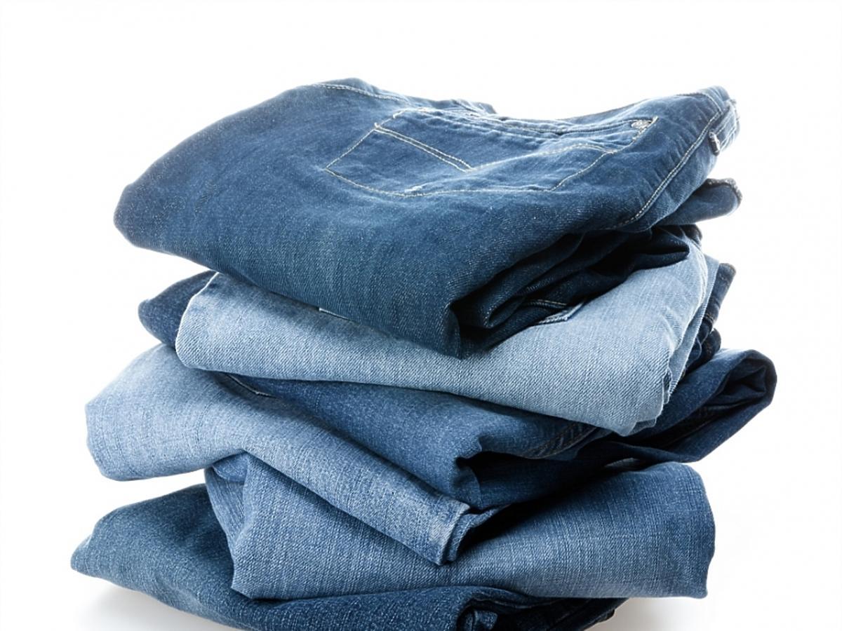 Kilka par jeansów