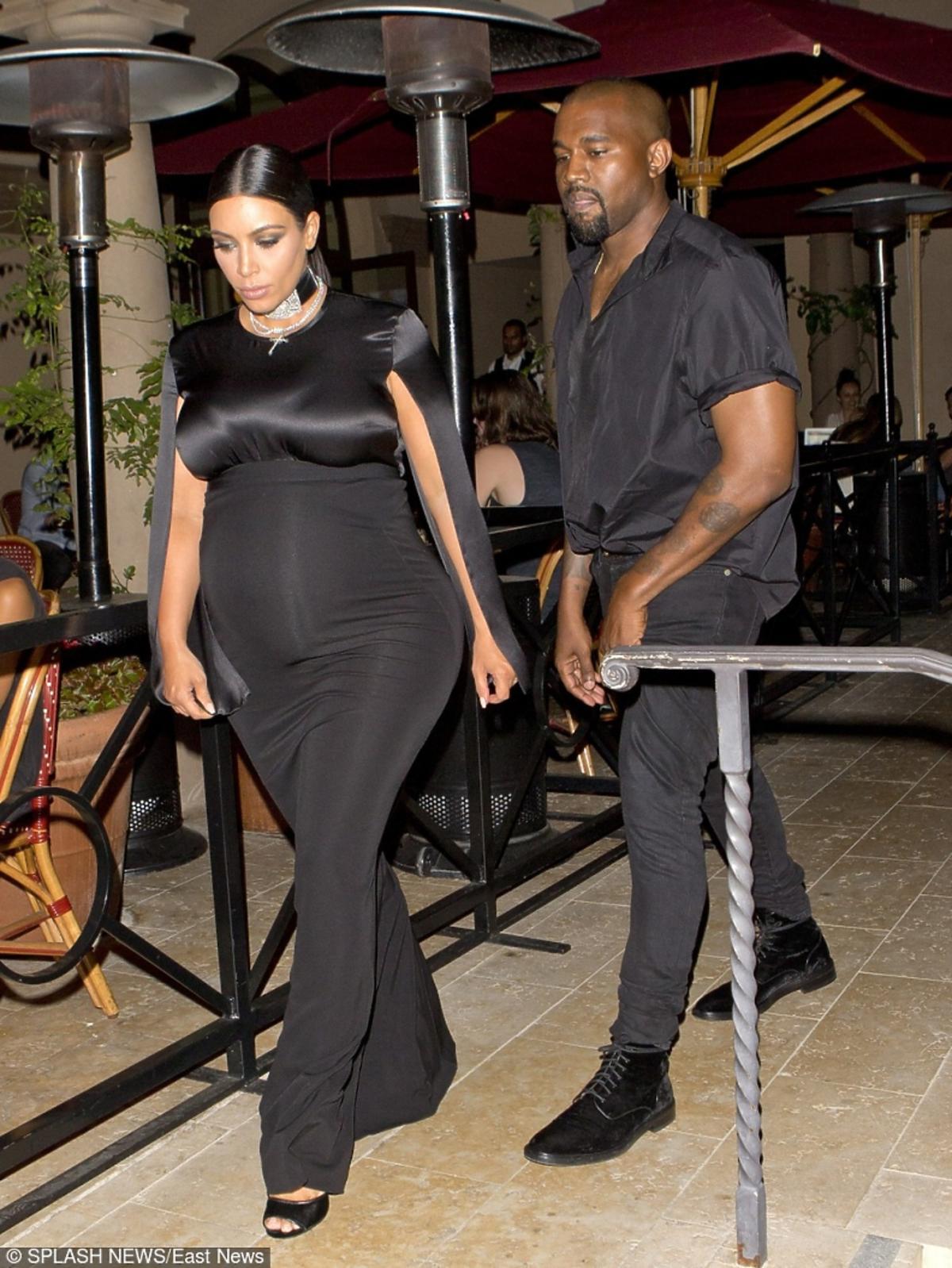 Kim Kardashian i Kanye West w czarnych strojach