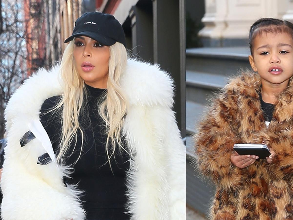 Kim Kardashian w białym futrze i North West w brązowym futerku