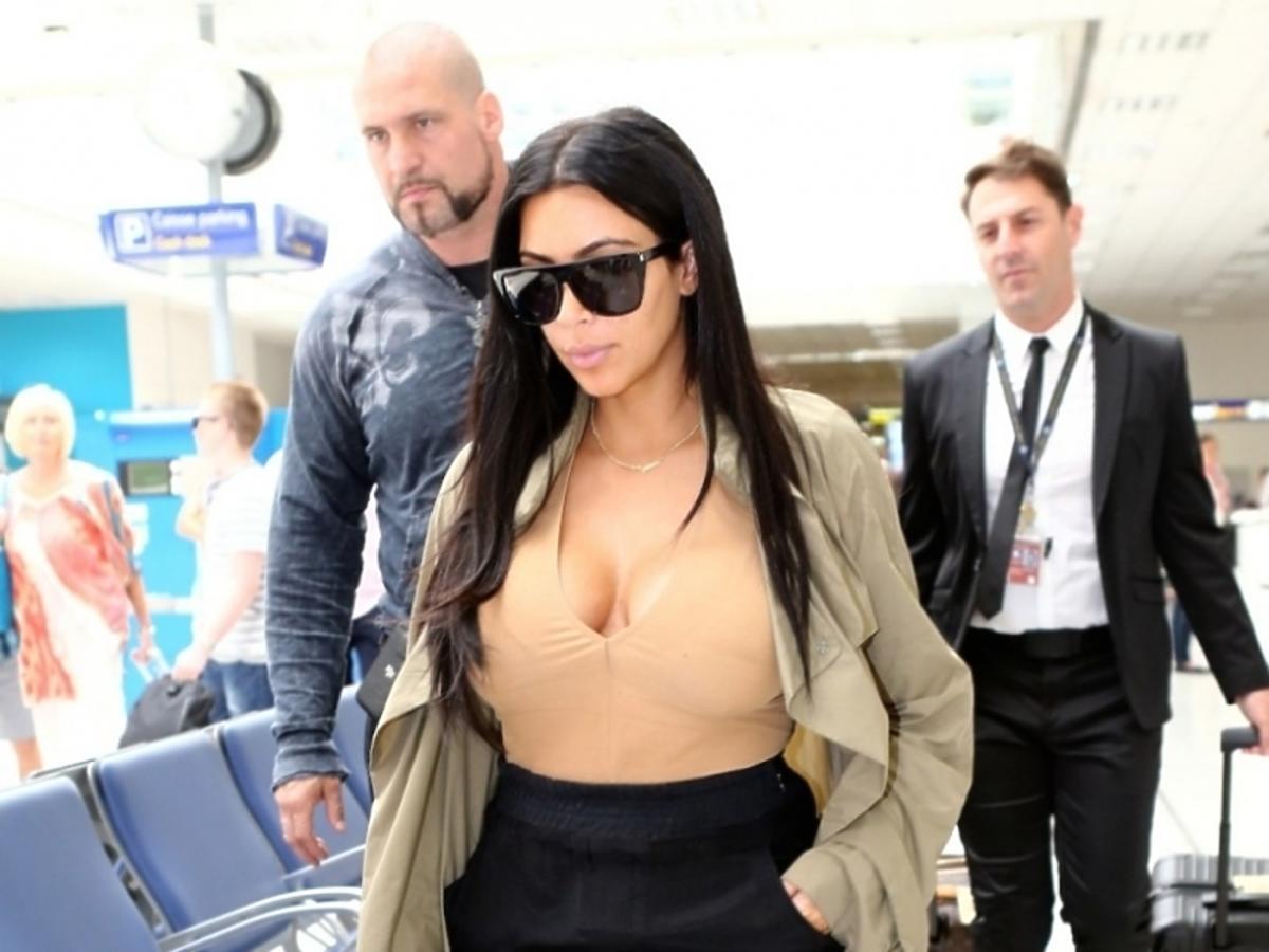 Kim Kardashian w butach Kanye Westa