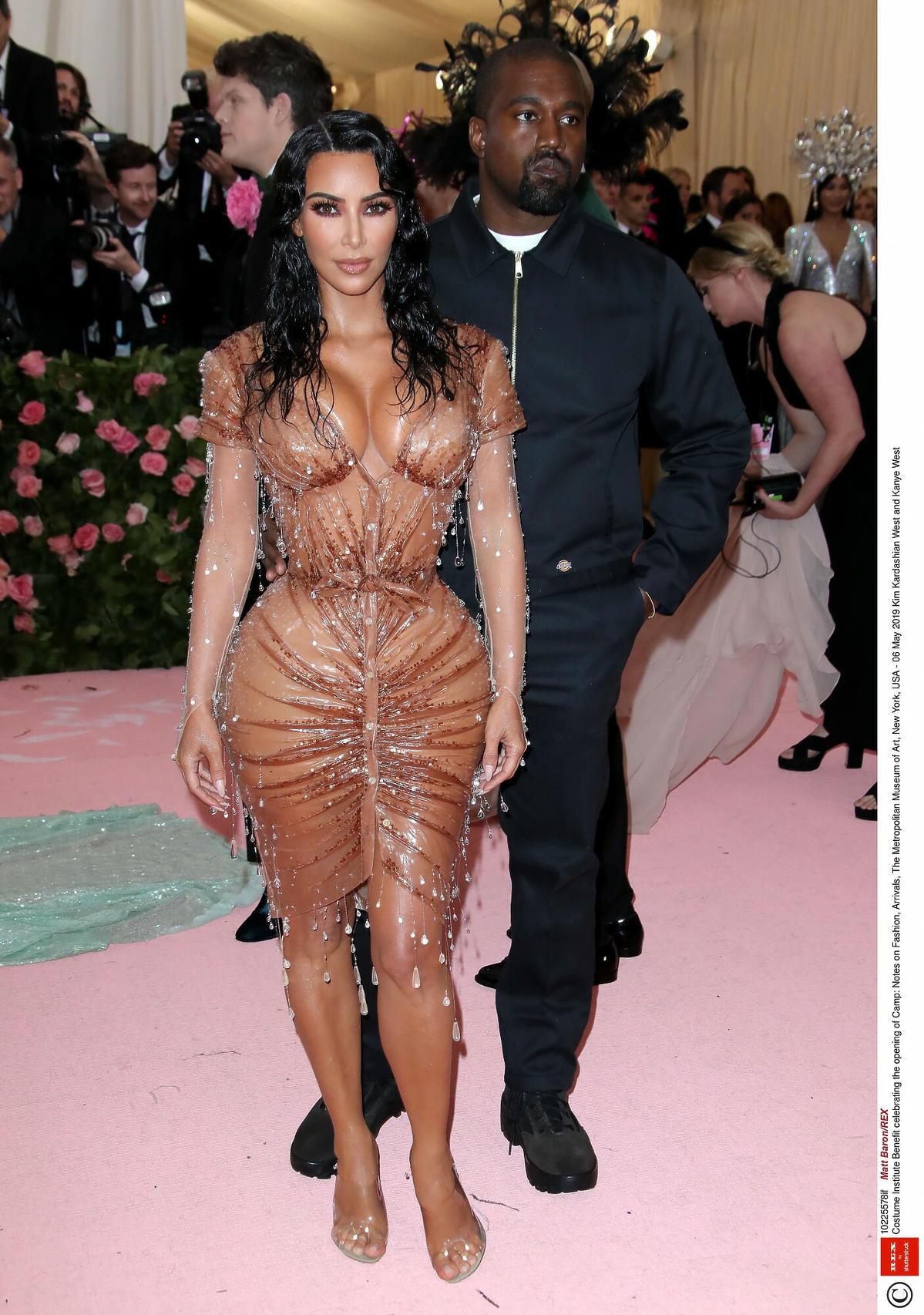 Kim Kardashian w kreacji od Muglera