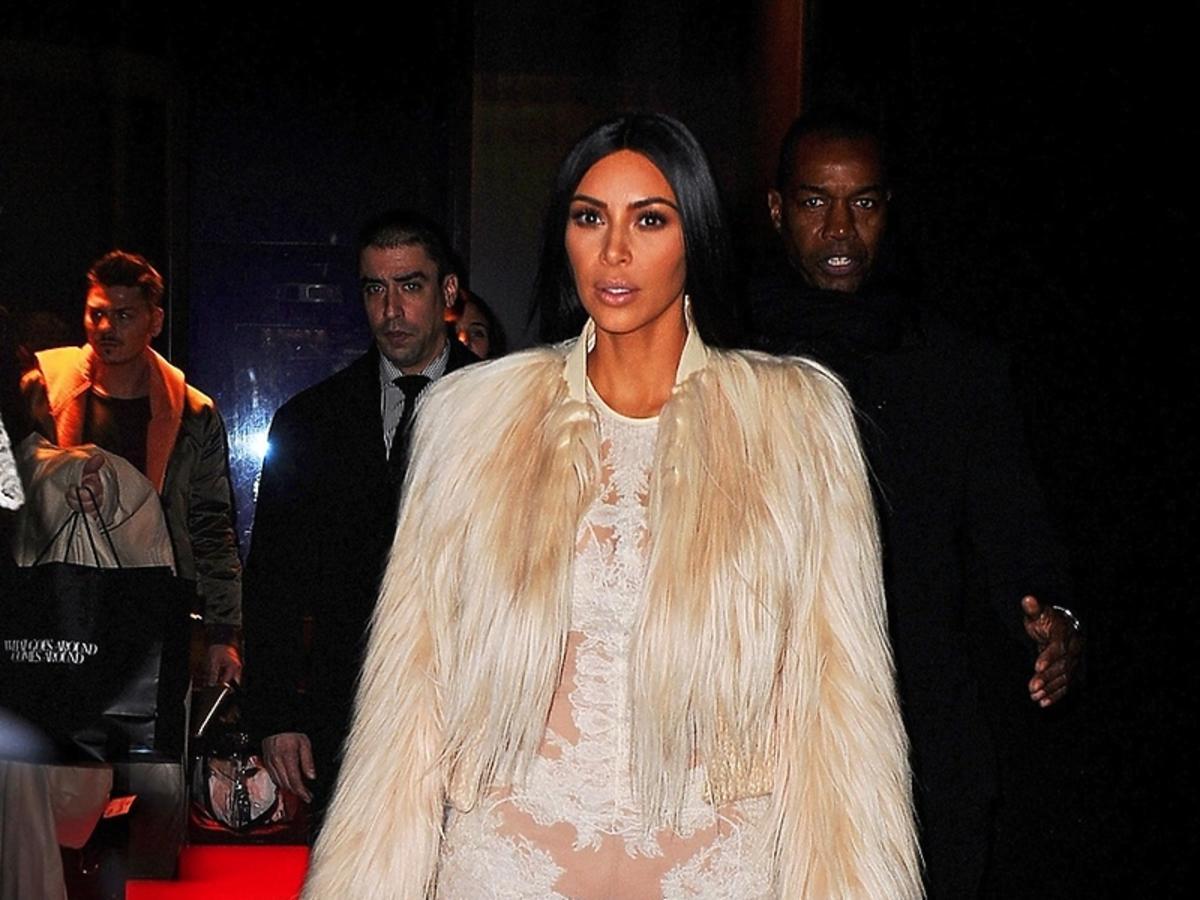 Kim Kardashian w przezroczystej sukni bez bielizny