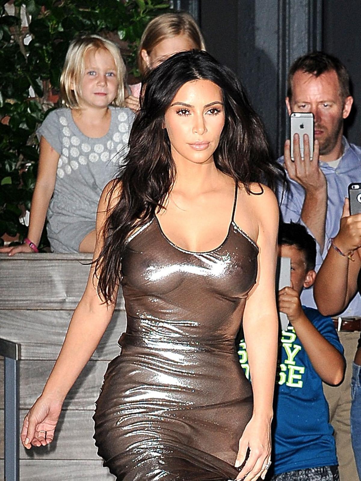 Kim Kardashian w złotej sukience