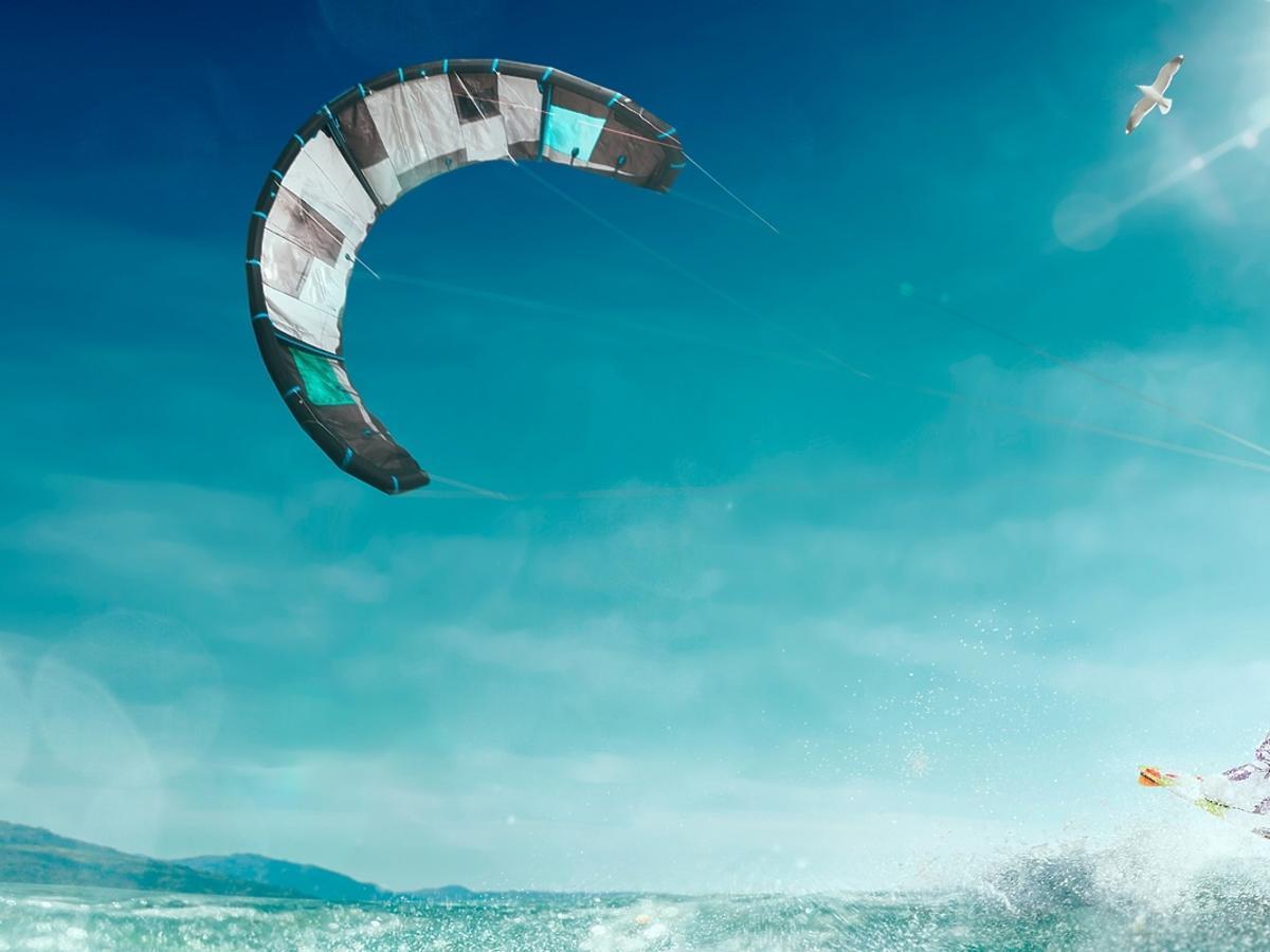 Kitesurfing – ekstremalny sport na lato.