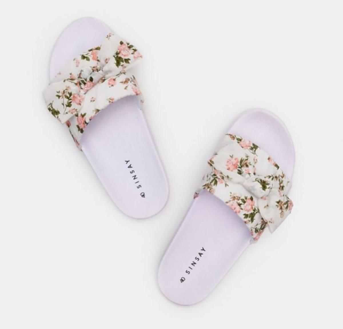 klapki w kwiatki Sinsay
