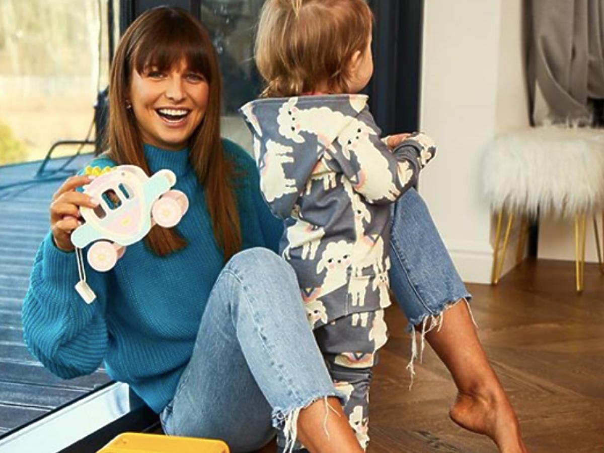 Klara Lewandowska w piżamce w baranki