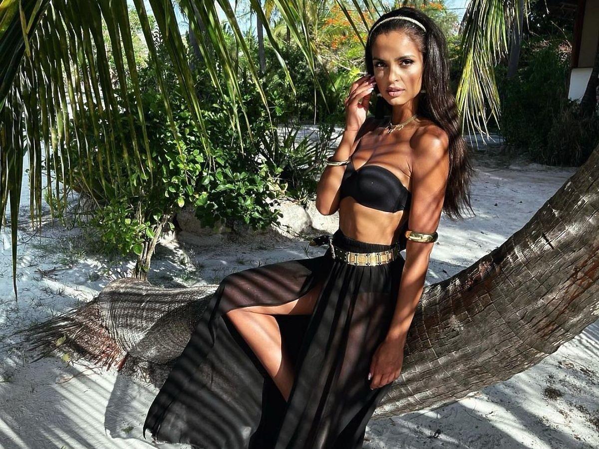 Klaudia El Dursi  w spódnicy maxi czarnej