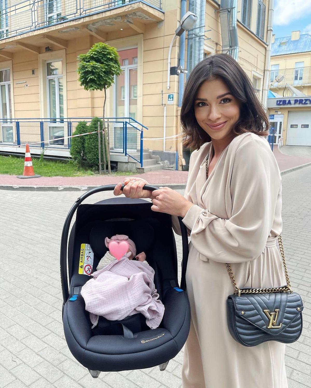 Klaudia Halejcio pokazała pierwszą podróż córki do domu