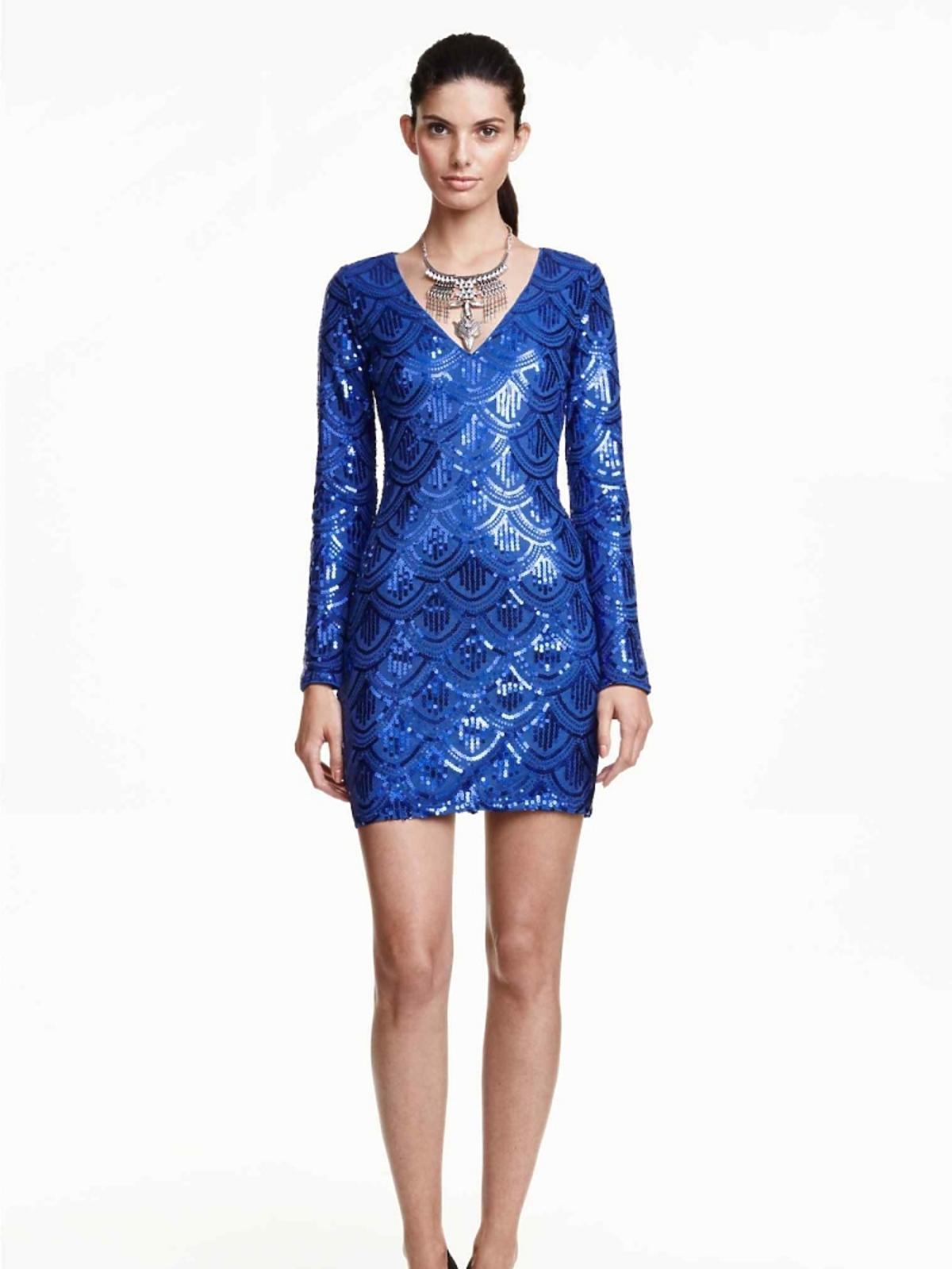 Kobaltowa sukienka z cekinami H&M, 82,90 zł (było: 139,90 zł)