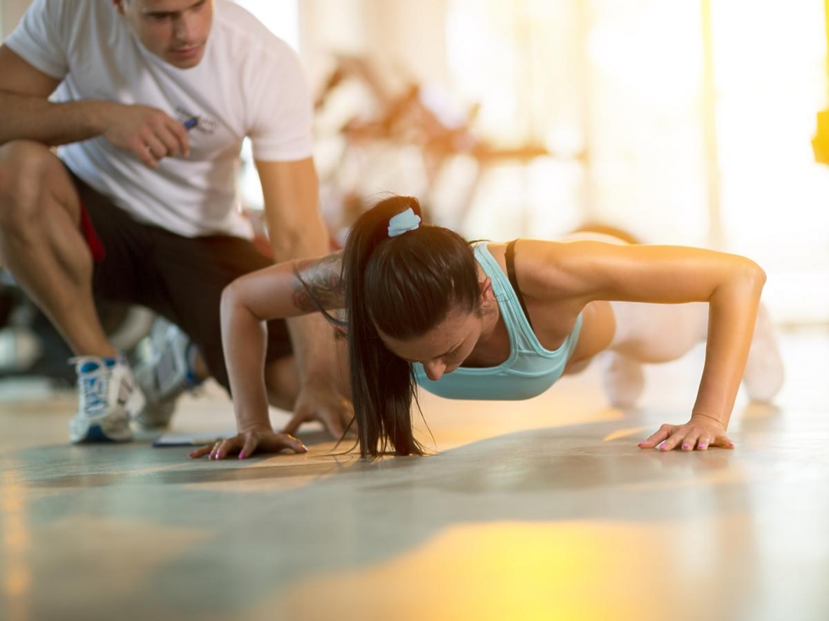 Kobieta ćwicząca
