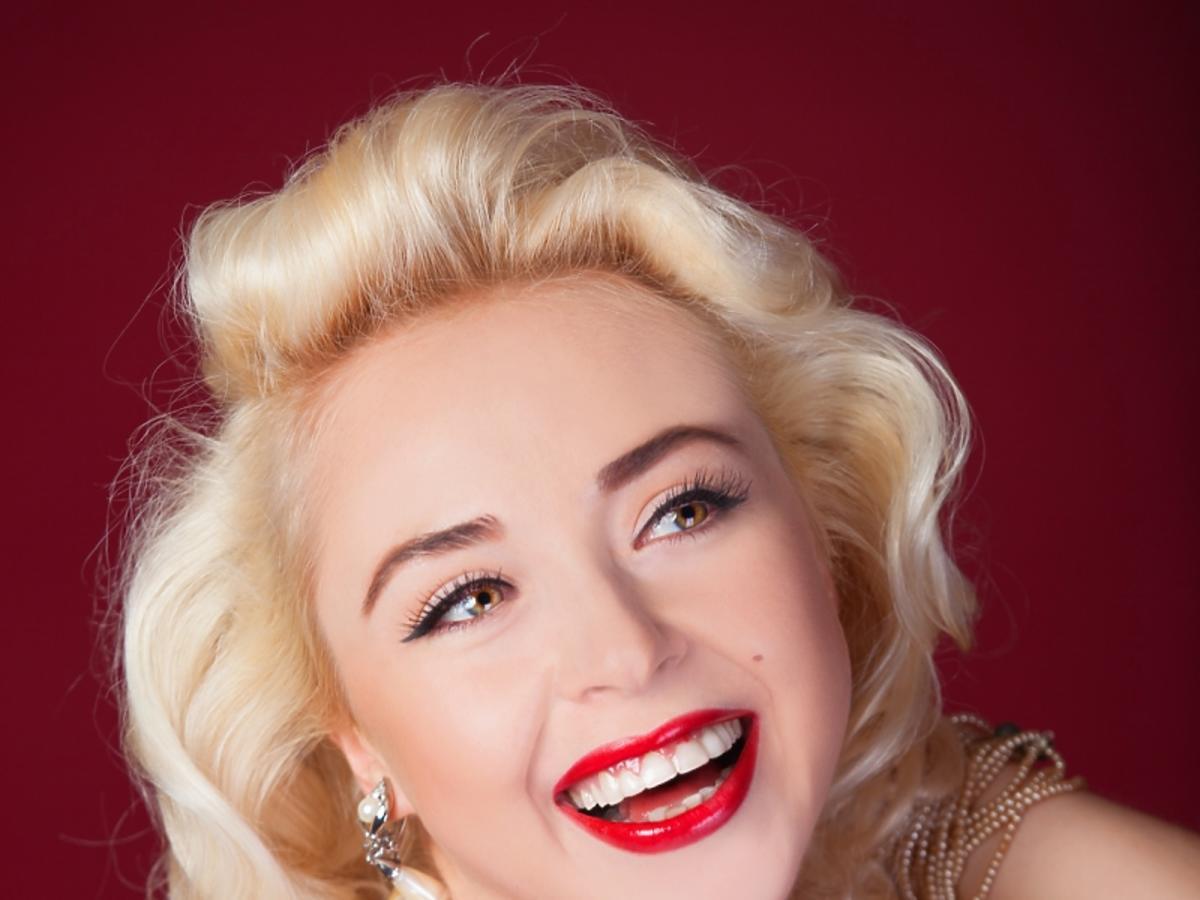 Kobieta przypominająca Marilyn Monroe