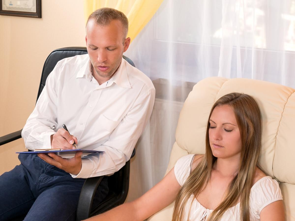kobieta u terapeuty