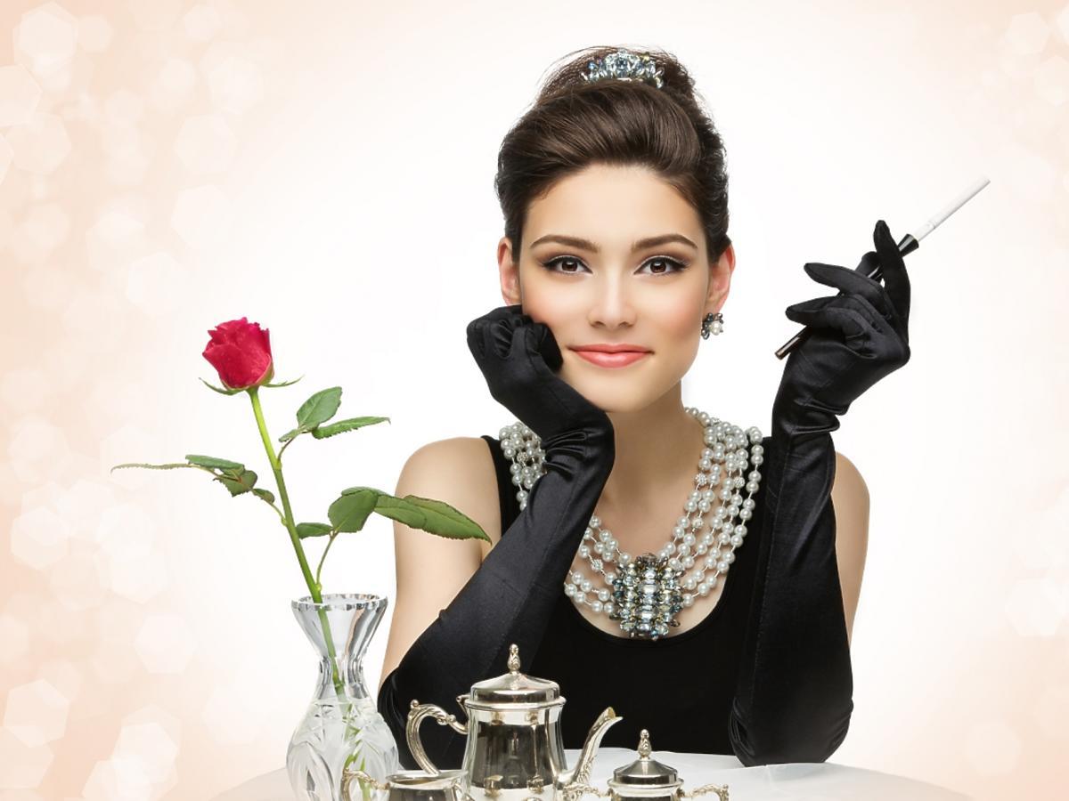KObieta w stylu Audrey Hepburn