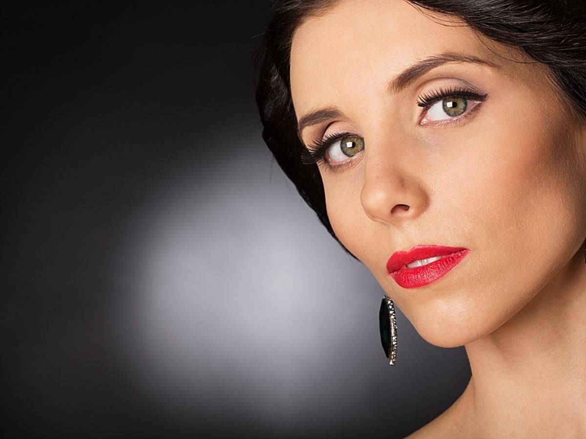 Kobieta w wieku dojrzałym - z makijażem
