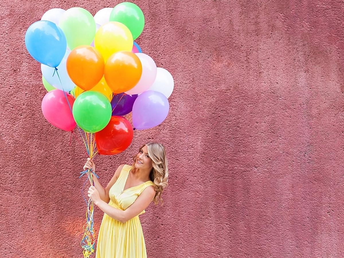 kobieta z balonami