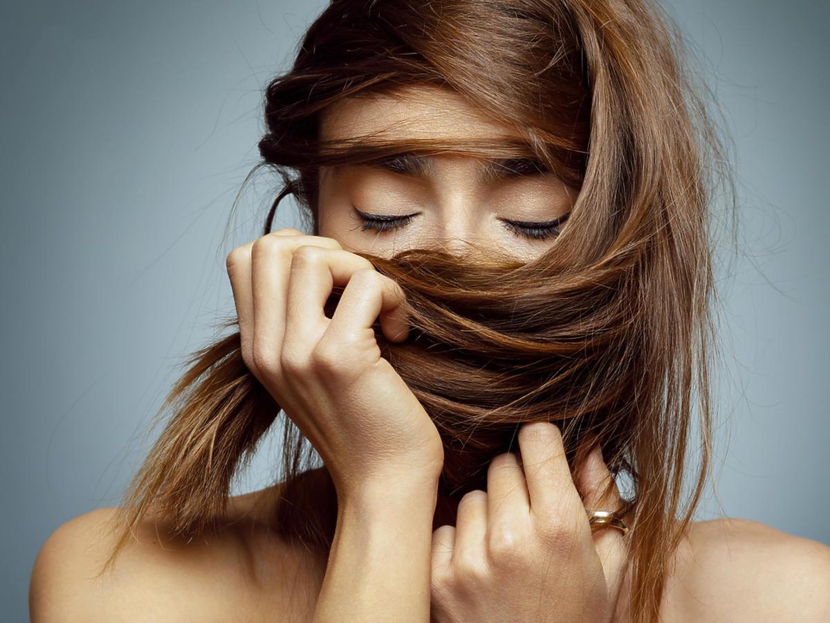 Kobieta z młodymi włosami