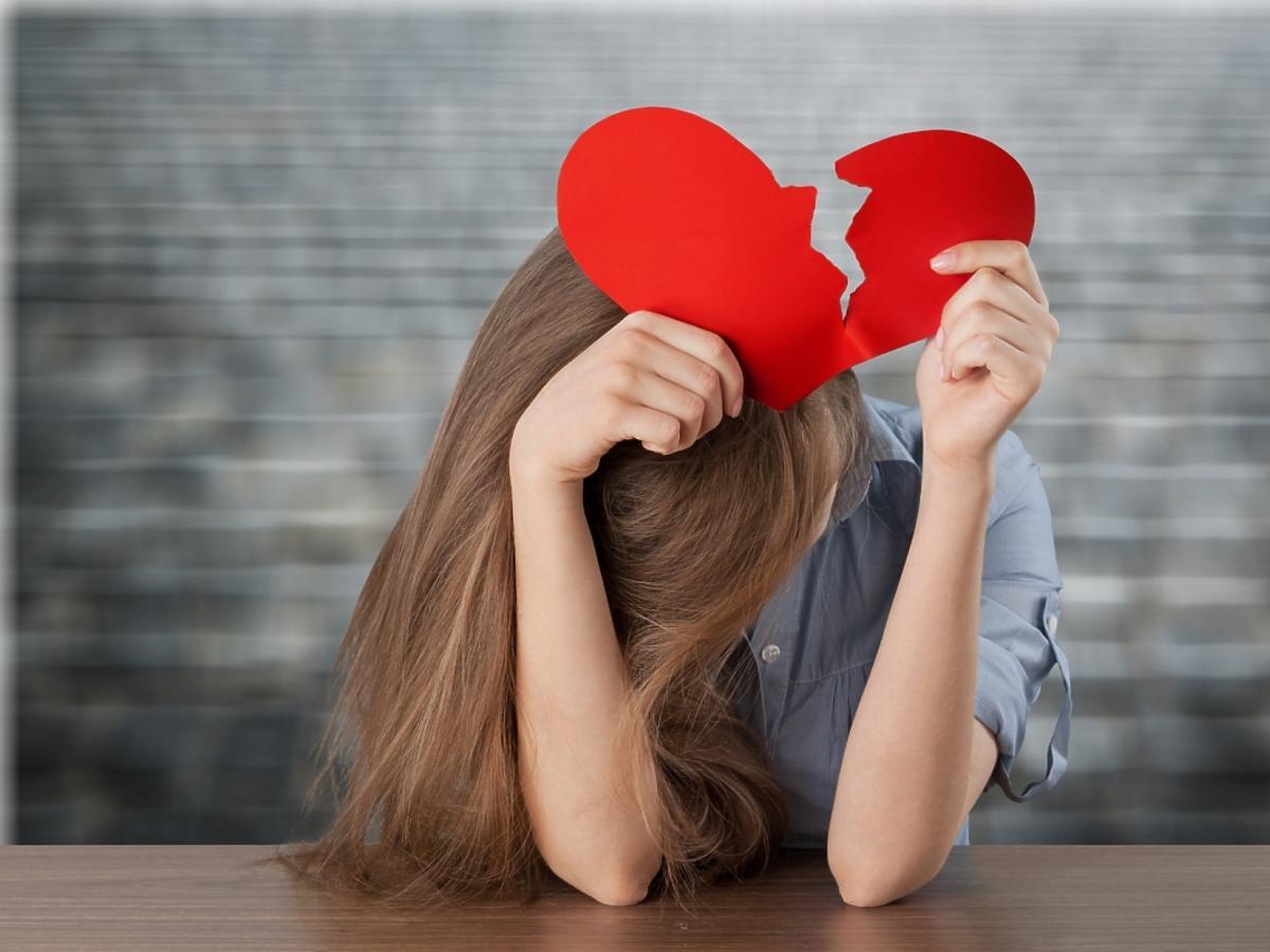 Kobieta ze złamanym sercem