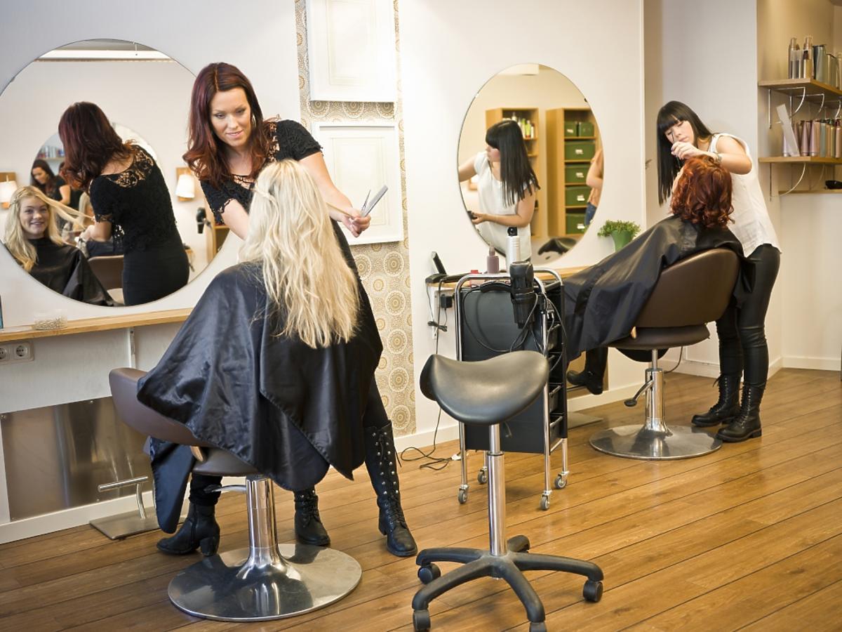 kobiety u fryzjera