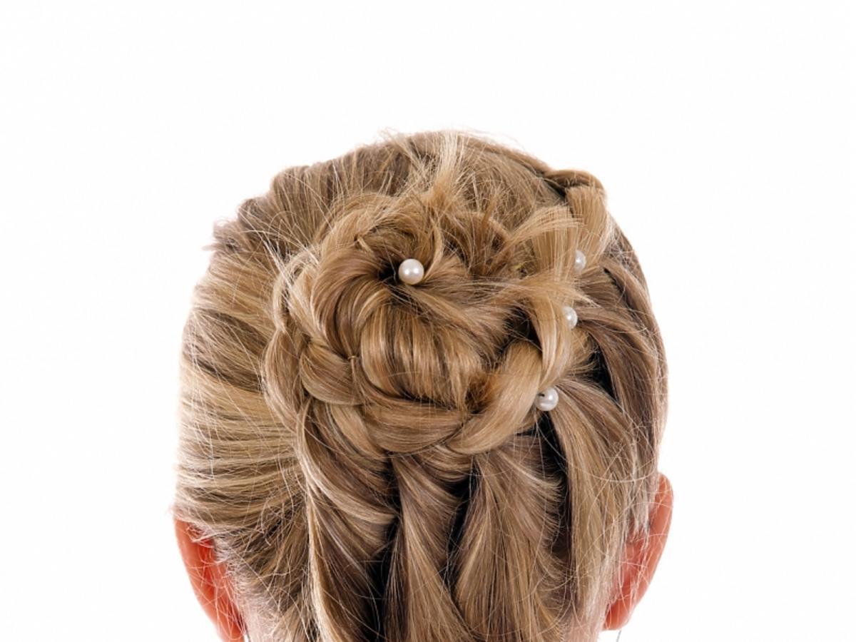 Kok z warkocza na długich włosach