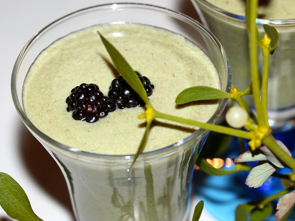 koktajl zielony z jeżynami